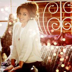 When I'm home and all alone about to pick up the telephone gotta tell my genie so he knows #CherLloyd #IWish