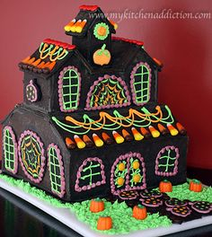 gingerbread haunted house | Happy Halloween (Haunted Cookie House) | my kitchen addiction