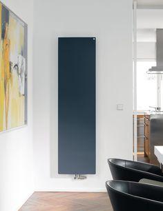 Il design purista di Zehnder Fina è elegante, discreto e confortevole. Una grande superficie di riscaldamento garantisce un calore radiante gradevole. Gli innovativi pannelli laterali mobili si adattano alle diverse distanze dalla parete. La superficie liscia di Zehnder Fina permette una facile pulizia. Disponibile in pressoché tutti i colori e le superfici della cartella colori Zehnder.