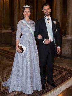 Am zweiten Nobel-Tag erschien Sofia zum Dinner in einer taubengrauen Spitzen-Robe – und sah damit aus wie Madeleine ... Princess Sophia and Her Husband Prince Carl Philip