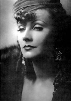 1905 – Greta Garbo, Swedish actress (d. 1990) | Greta Garbo