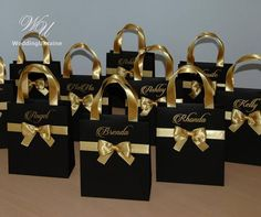 Black and Gold Brides Gift Bag Personalized Bridal Party favors Bags Bridesmaids Gifts Wedding Welcome Bag with satin ribbon, bow and names Schwarz und Gold Bräute Geschenk Tasche personalisierte Braut Destination Wedding Welcome Bag, Wedding Welcome Bags, Wedding Favor Boxes, Party Favor Bags, Goody Bags, Bride Gifts, Wedding Gifts, Wedding Parties, Gold Wedding
