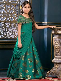 Designer Gowns for Girls. Buy online children's gowns dresses & frocks at best price for 1 to 16 years girls. Shop girls designer gowns for Wedding, Birthday, Party & Festival wear. Frock Design, Kids Gown Design, Kids Frocks Design, Baby Frocks Designs, Kids Party Wear Dresses, Kids Dress Wear, Wedding Dresses For Kids, Frocks For Girls, Gowns For Girls