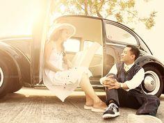 Beetle Love Pre Wedding Poses, Pre Wedding Photoshoot, Engagement Pictures, Engagement Session, Wedding Ideias, Wedding Converse, Volkswagen Beetles, Wedding Car, Retro Cars