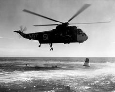 SH-3A Sea King HS-6 practicing Mercury space capsule recovery 1963 - Underwater Demolition Team - Wikipedia Underwater, Fighter Jets, Aircraft, The Past, Military, Mercury, Recovery, Birds, King