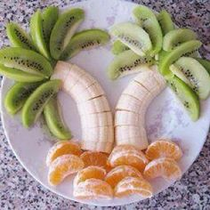 """Fruit palm tree!!!  I love doing things like ths for the kids.  They love it and it's a healthy """"dessert"""" they enjoy"""