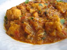 Madras chicken curry / Tamil Nadu style chicken gravy recipe - easy to make simple, delicious spicy gravy. As the name implies its typical Chennai (formerly known as Madras) style Kozhi Varutha kari, . Paneer Masala Recipe, Butter Masala Recipe, Easy Indian Recipes, Ethnic Recipes, Side Dish Recipes, Side Dishes, South Indian Chicken Curry, Naan Recipe, Rasgulla Recipe