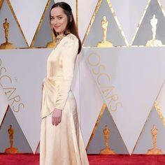 cool Dakota Johnson apuesta por un vestido de Gucci para asistir a los premios Oscar. #DakotaJohnson #50S... Haute couture Check more at http://pinfashion.top/pin/66822/