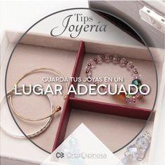 Date a la tarea de encontrar un joyero ideal para guardar tus accesorios.