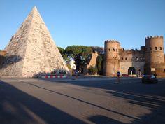 Roma  Piramide di Caio Cestio