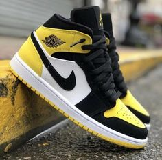 Nike Shoes Air Force, Air Jordan Sneakers, Nike Air Jordans, Jordans Girls, Shoes Jordans, Nike Jordans Women, Women Nike, Outfits With Jordans, Cute Jordans