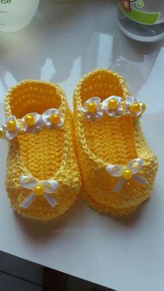 Crochet Baby Sweater Pattern, Baby Sweater Patterns, Baby Shoes Pattern, Crochet Baby Boots, Crochet Baby Sandals, Crochet Baby Clothes, Crochet For Boys, Crochet Shoes, Crochet Slippers