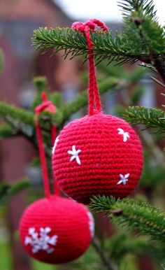 Red Crocheted Christmas tree balls - Set of two crocheted Christmas ornaments - Red Balls with embroidered snowflakes