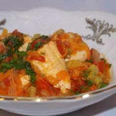 Chicken with vegetable gravy with sour cream. Recipes with photos.