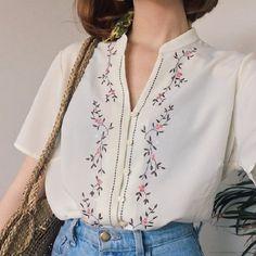 Vintage Shirts, Vintage Outfits, Vintage Fashion, Vintage Blouse, 70s Fashion, Classy Fashion, Dress Vintage, Party Fashion, Fasion