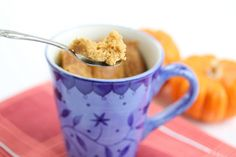 Flourless Peanut Butter Mug Cake. peanut butter anything is good. this is so easy Single Serve Desserts, Single Serving Recipes, Low Carb Desserts, Gluten Free Desserts, Delicious Desserts, Mug Recipes, Pumpkin Recipes, Dessert Recipes, Cake Recipes