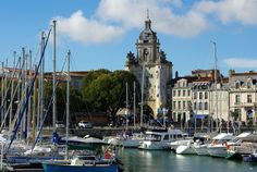 Facing the Atlantic Ocean, the ancient city of La Rochelle combines historical heritage and preserved natural sites. Gothic tower built in the early twelfth century to mark the entrance to the medieval walls, the Clock Tower or Big Clock, was subsequently crowned with a bell and a clock becoming the belfry from the city.  © Emile Sikora / 123RF