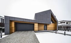 Image 8 of 27 from gallery of RYB House / Beczak / Beczak / Architekci. Photograph by jankarol Amazing Architecture, Modern Architecture, Cute Small Houses, Wood Cladding, Roof Trusses, Shed Design, Modern House Design, Exterior Design, House Plans