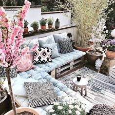 To enjoy your balcony to the maximum nothing better than to arrange it with your Um Ihren Balkon max Balcony Furniture, Pallet Furniture, Garden Furniture, Home Furniture, Outdoor Furniture Sets, Outdoor Spaces, Outdoor Living, Outdoor Decor, Balkon Design