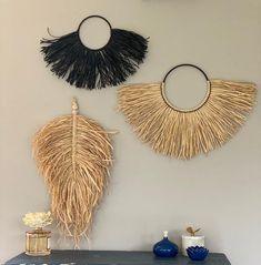Wall Decor Set, Wall Decor Crafts, Dining Room Wall Decor, Décor Boho, Boho Style, Baskets On Wall, Wall Basket, Raffia Crafts, Straw Decorations