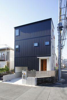 Modern Home in Japan Custom Homes, Garage Doors, Japan, Architecture, Outdoor Decor, Modern, Home Decor, Arquitetura, Trendy Tree
