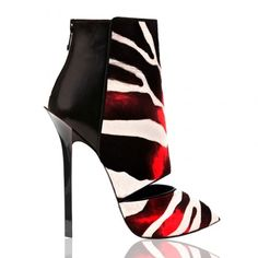 If you would like to maintain stylish and functional shoes during the fall winter seasons, Dukas offer plenty of options. Crazy Shoes, Me Too Shoes, Giuseppe Zanotti, Tom Ford, Jimmy Choo, Marilyn Monroe Shoes, Creative Shoes, Plastic Shoes, Shoes 2016