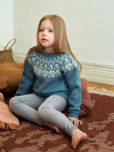 Girl's Tiiraluoto sweater by Novita Knit with Novita Nordic Wool, one of our wool yarns, this sweater is a classic beauty. Knitting Blogs, Knitting For Kids, Knitting Designs, Knitting Socks, Knitting Ideas, Summer Sweaters, Knit In The Round, Wool Socks, Crochet Books
