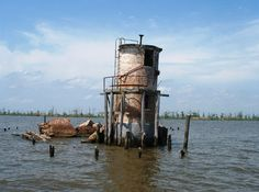 Pass Manchac Lighthouse with top half fallen - Louisiana Storm victim or old age? Wish cities and states would clean up scrap metal and recycle it, clean up environment. Or are fishing living here? Lake Pontchartrain, Derelict Buildings, Hurricane Katrina, Abandoned Places, Night Life, Light Up, Places To See, North America, Castle