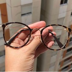glasses frames for women latest trends Cute Glasses Frames, Womens Glasses Frames, Round Lens Sunglasses, Cat Eye Sunglasses, Sunglasses Women, Glasses Trends, Lunette Style, Accesorios Casual, Videos Instagram