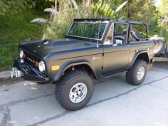 73 classic fuel injected matte black ford bronco for sale Classic Ford Broncos, Ford Classic Cars, Classic Trucks, Chevy Classic, Old Ford Bronco, Ford Bronco For Sale, Classic Bronco For Sale, Bronco Truck, Early Bronco