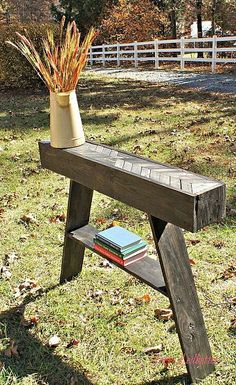 Build a pallet entryway table with this tutorial!