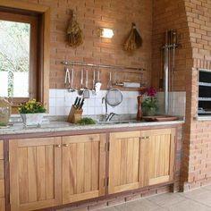 Você gostaria de ter uma cozinha com tijolo aparente? Então conheça nosso projeto publicado no Homify e inspire-se!💗 https://www.homify.pt/livros_de_ideias/1570896/7-inspiradoras-cozinhas-revestidas-a-tijolo
