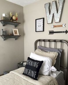 Modern farmhouse style incorporates the conventional with the new makes any type of room very comfy. Discover ideal rustic farmhouse bedroom decor ideas as well as style pointers. See the best designs! Farmhouse Master Bedroom, Master Bedroom Design, Modern Bedroom, Trendy Bedroom, Bedroom Designs, Small Apartment Bedrooms, Apartment Bedroom Decor, Bedroom Décor, Bedroom Curtains
