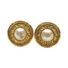 Pre-owned Chanel Gold Tone Metal Faux Pearl Earrings ($220) ❤ liked on Polyvore featuring jewelry, earrings, earrings jewellery, faux pearl earrings, chanel jewelry, fake pearl jewelry and imitation pearl earrings