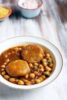 Aloo tikki chole recipe with step by step photos. Learn how to make north Indian street food aloo tikki chole with this easy recipe. Curry Recipes, Snack Recipes, Cooking Recipes, Aloo Tikki Recipe, Indian Street Food, Chaat, Chicken Curry, Recipe Today, Taste Buds