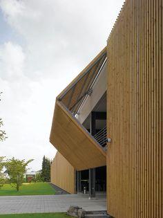 Gallery of Parking Garage / Birk Heilmeyer und Frenzel Architekten - 3 Wood Architecture, Amazing Architecture, Contemporary Architecture, Architecture Details, Wooden Facade, Casa Patio, Pergola With Roof, Cladding, My House