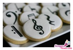 Here's a great idea for music lovers getting married: music note cookies! Is there a more delicious way to include music in your wedding? 📷Bee In Our Bonnet - Creativity and Cookies Iced Cookies, Cake Cookies, Sugar Cookies, Owl Cookies, Cupcakes, Cupcake Cakes, Pub Radio, Music Cookies, Bolacha Cookies