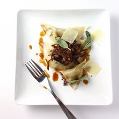Easy button ravioli with braised short rib filling sage parmesan and demi. Pasta Sauces, Pasta Dishes, Pasta Recipes, Beef Recipes, Cooking Recipes, Pasta Meals, Spaetzle Recipe, Short Ribs, Ravioli