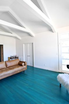 New living room paint colora with hardwood floors rugs Ideas Living Room Flooring, Living Room Paint, New Living Room, Small Living, Future House, Living Room Turquoise, Hardwood Floor Colors, Painted Wood Floors, Timber Flooring