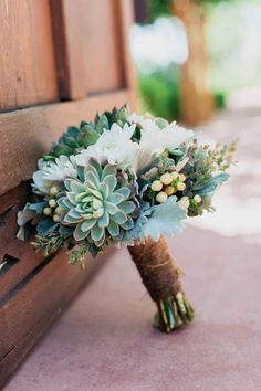 Wedding Planning Wedding bouquet: Aaron Hoskins Photography - If spending more than a season planning the big day sounds daunting, plan a wedding in 4 months to reduce the guesswork. It can still go off without a hitch. Perfect Wedding, Dream Wedding, Wedding Day, Wedding Table, Wedding Stuff, Glamorous Wedding, Autumn Wedding, Elegant Wedding, Wedding Tips