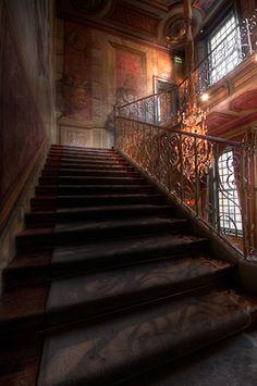 bluepueblo:  Stairway, Zeist, The Netherlands photo via afine