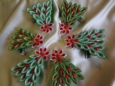 Одноклассники Ribbon Crafts, Flower Crafts, Fabric Crafts, Quilling Christmas, Christmas Ribbon, Cloth Flowers, Fabric Flowers, Diy Christmas Ornaments, Christmas Crafts