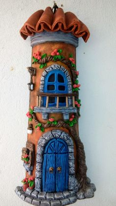 Telha decorada com porcelana fria... Clay Jar, Wine Bottle Art, Fairy Doors, Tree Crafts, Fairy Houses, Cold Porcelain, Colorful Pictures, Painted Rocks, Polymer Clay