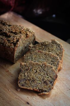 Healthy banana-bread (no sugar or oil)
