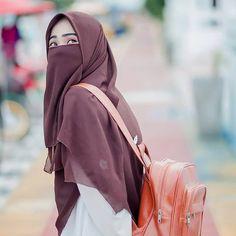 Galery Muslimah Bercadar Anggun Mempesona - Jutaan Gambar Hijab Gown, Hijab Niqab, Arab Girls Hijab, Muslim Girls, Beautiful Muslim Women, Beautiful Hijab, Niqab Fashion, Muslim Fashion, Hijabi Girl