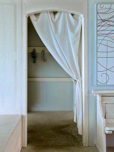 die besten 25 kleiderschranksystem offen ideen auf pinterest kleiderschranksystem begehbarer. Black Bedroom Furniture Sets. Home Design Ideas
