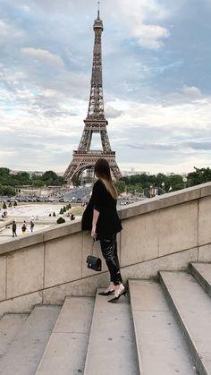 "10 Gostos, 4 Comentários - Joana   Travel & Lifestyle (@joanavaladares) no Instagram: ""Back to one of my fav places in the world ✨ #paris #travel #travelvideo #france #toureiffel #views"" Travel Videos, Tour Eiffel, Paris Travel, Tower, France, Lifestyle, World, Building, Places"