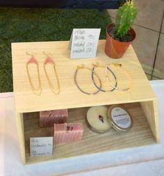 Fine og farverige smykker fra bythiim.