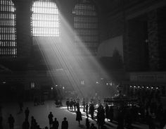 Beautiful photograph of sunbeams into the Grand Central terminal in Manhattan, New York Photography Essentials, City Photography, Black And White City, Tim Walker, Central Station, Through The Window, Canvas Artwork, Historical Photos, Black And White Photography