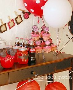 This fun and adorable Minnie Mouse-themed birthday party is a bright and easy idea for your next girl's birthday party. Keeping with the theme, you can use red Hefty® Ultimate™ Easy Grip® Cups to serve drinks or snacks to make cleanup a cinch!